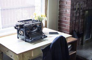Start: Photo of my desk.